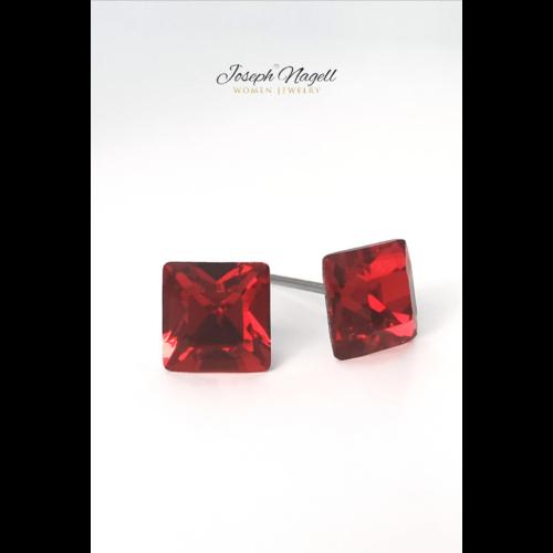 Négyzet alakú fülbevaló 6mm rubin színű Swarovski kristállyal